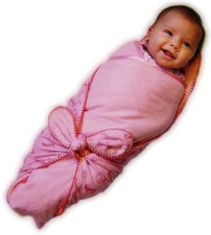 пеленание ребенка - за и против - Baby changing PROS AND CONS  Tight swaddling a newborn for a long time it was considered very important for the child. Several decades ago, my mother swaddled their children until they are not performed annually. Today, the attitude towards this issue has changed dramatically. It is now believed that the smaller E swaddle their children, the better and faster the their physical and mental development. Someone said that if you need to swaddle a child, then no more than the first two months. A tight swaddling and does virtually disappeared from our practice. It was replaced by a broad diapering and baby clothing. A striking example of modern clothing for children from birth is a lot of emerging companies in America producing clothing for newborns. Let's try to understand it more and consider the pros and cons of swaddling. PROS swaddling During pregnancy, the fetus grows and develops inside the woman's body and it is clear that the space for free movement does not have. At 38 weeks, he was already fully formed and its size is so large that space for free movement and non-existent. However, the child feels comfortable enough womb, he was comfortable, warm and cozy. It is logical to assume that after the birth he will long retain its usual position, holding hands and legs to the body. Reflex action directly affects the behavior of the child. If a newborn baby swaddle tight, it is much faster settling down and falls asleep. Straighten the body causes increased muscle tone of newborn, which is manifested in its hyperexcitability. Typically, this condition takes place 30 days after birth. And it is in this period swaddling your baby is essential. Another advantage of swaddling is imperfect body thermoregulation newborn. Thermoregulation child likewise formed only a short time after his birth. Go to room temperature slowly and the child gets used extra heating very important to him. Sharp change of temperature for such a little man is stres